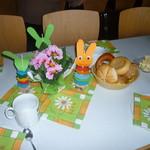 Gemeinsames Frühstück der Vorschulkinder und die Klasse 1b, Frau Junge