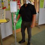 Desinfektionsspender im Kindergarten