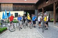 Mit den E-Bikes unterwegs
