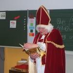 Der Nikolaus besucht die Klassen 1a und 1b