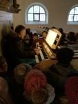 Die 4. Klassen besuchen die St. Anna Kirche