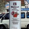 Konvexer Werbepylon mit direktem Digitaldruck auf Scheiben